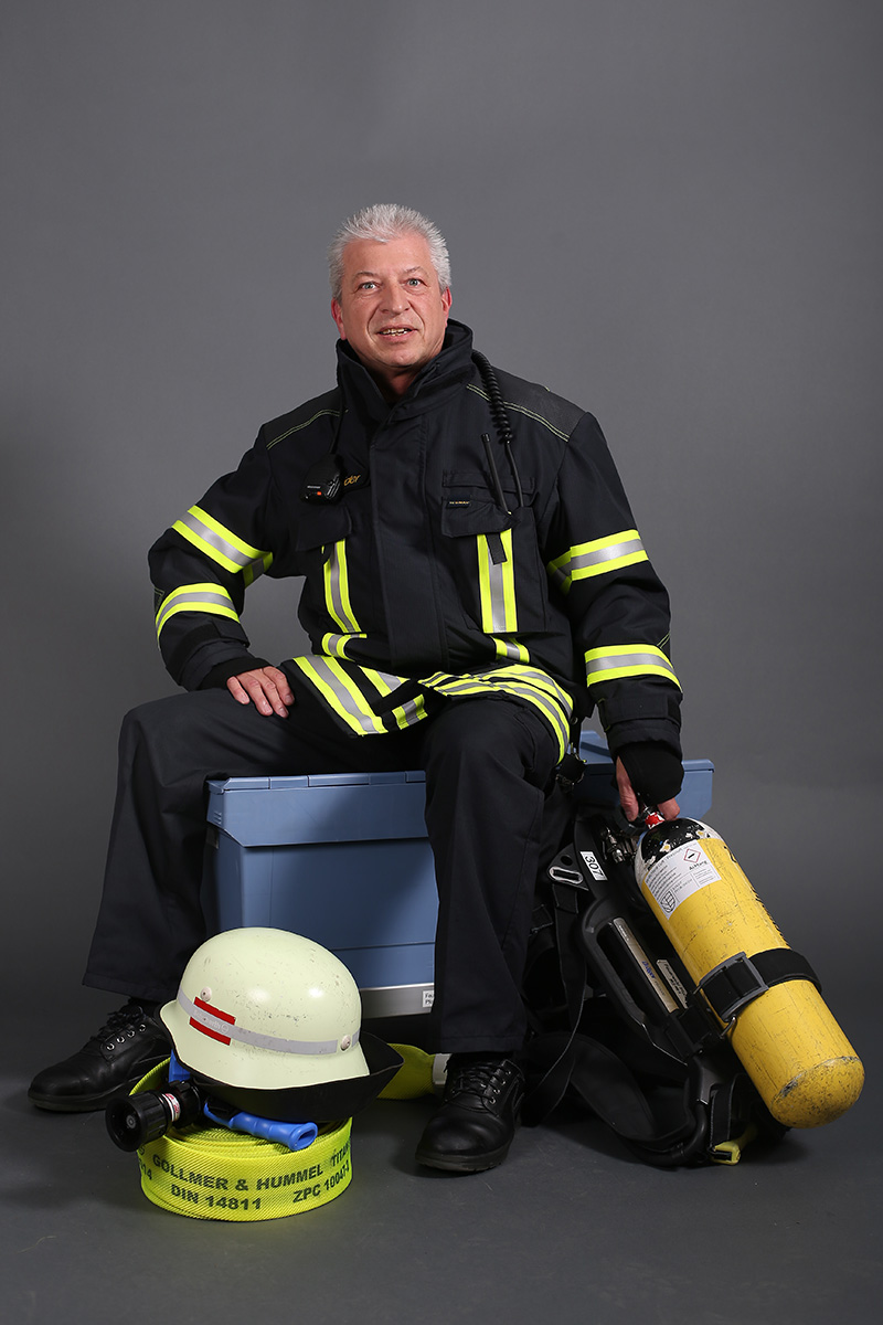 Reinhold Schneider, Feuerwehrmann