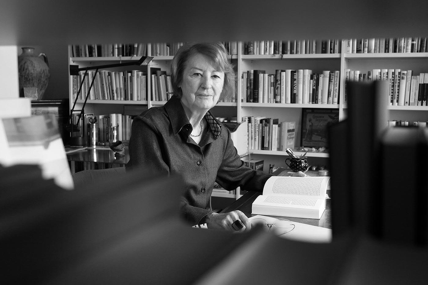 Renate Schostack, Autorin